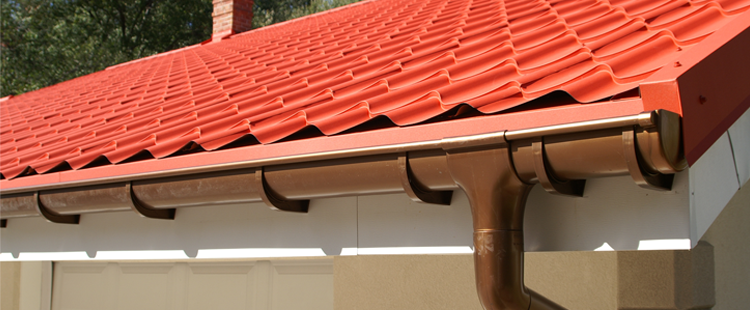 roofing contractor giving free quotes for new roof